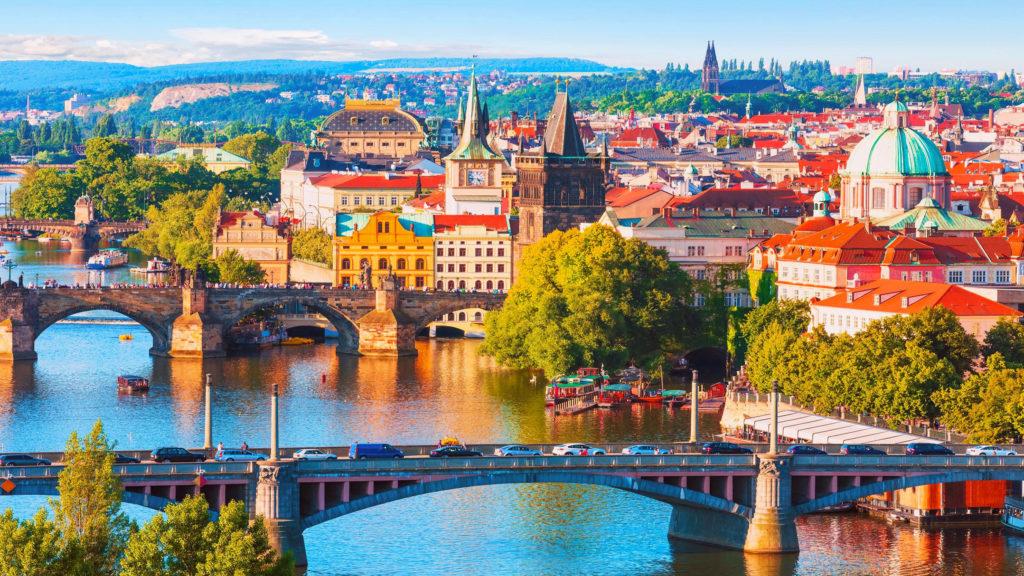 Детей до 15 лет заставили поменять паспорта, чтобы получить чешскую визу