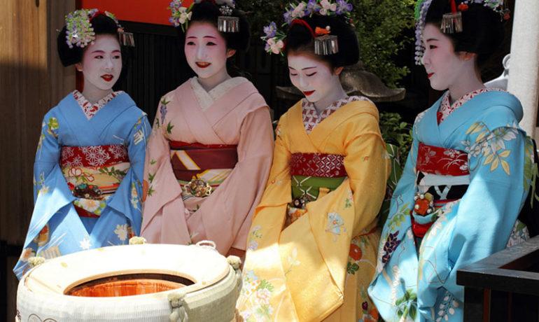 В Токио туристам предлагают взять напрокат кимоно